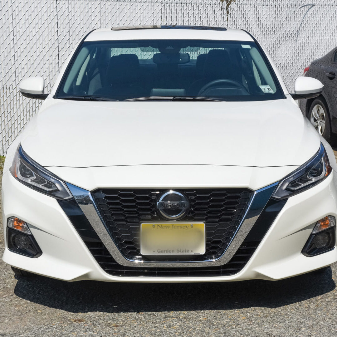 dales-custom-auto-hackettstown-nj-auto-body-shop-white-before-and-after-nissan-002